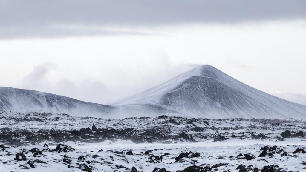 Montagne Islandaise Enneigée